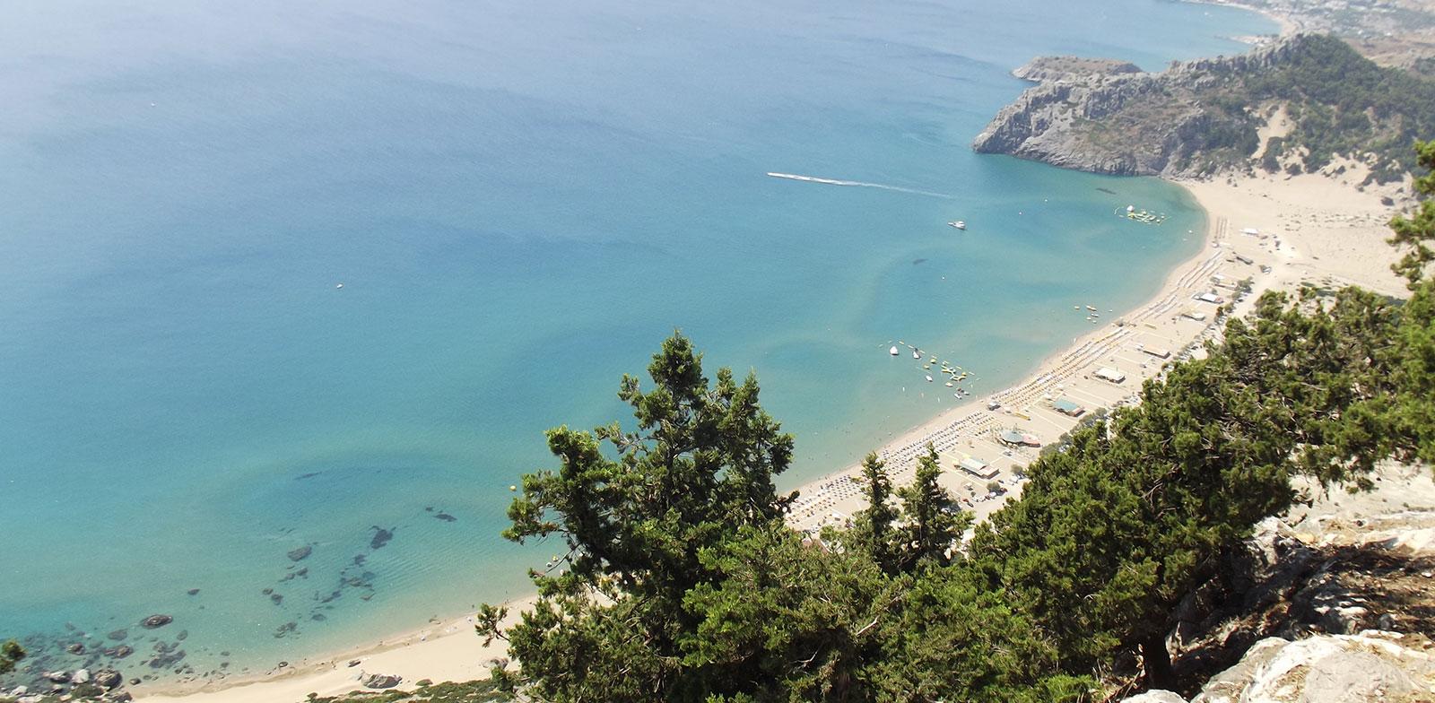veduta della spiaggia di Stegna dal momastero di Tzampika